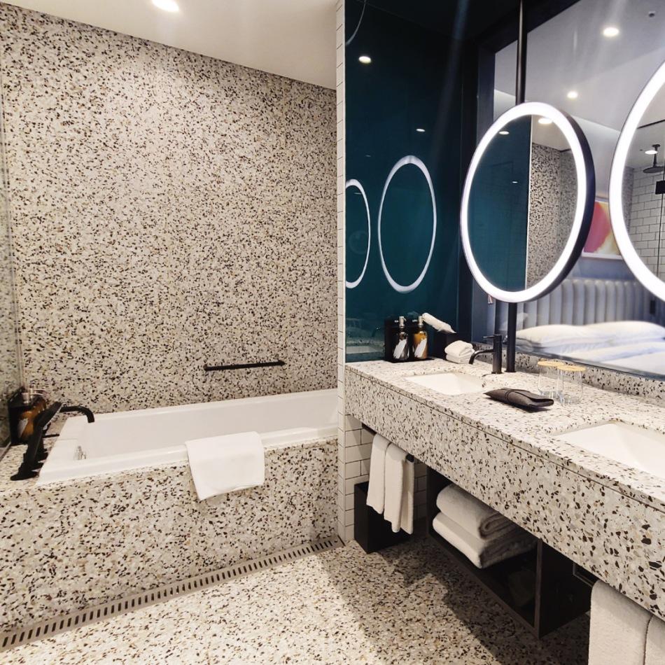 Ryse Hotel Seoul Bathroom full room